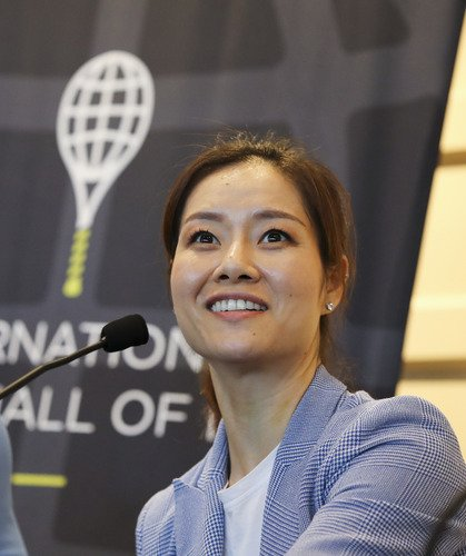 Two-time Grand Slam winner Li Na becomes the first Asian-born player to be induced into the International Tennis Hall of Fame