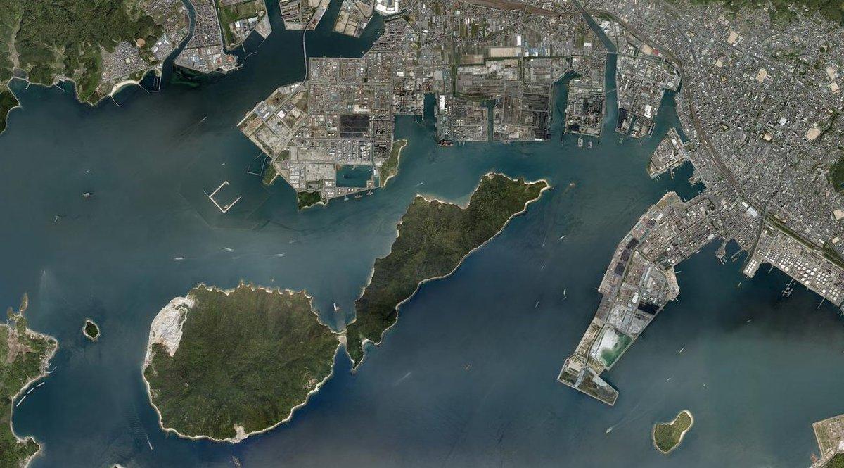スレッドにします。 人口14万人都市の市街地から僅か300m先に浮かぶ島。ネットで検索しても、その島に関する情報は極めて少ない。今でこそ無住化している島であるが、過去には生活の営みがあった。以前訪れた『仙島』、そして未知なる島である『黒髪島』に行ってみた。