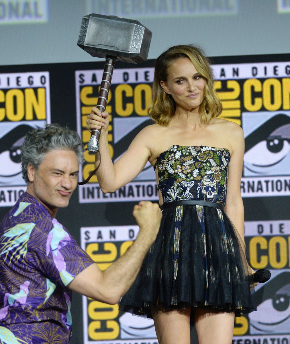 """Natalie Portman is returning to the MCU - but not just as Jane Foster. The """"Thor"""" actress revealed that she will be playing female Thor in the upcoming Marvel sequel at   #SDCC https://trib.al/z8pheOS"""