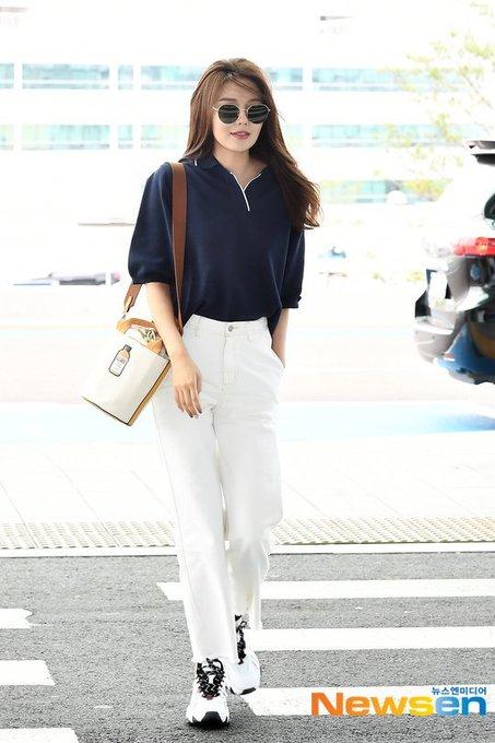 [PHOTO]  190721  Sooyoung - ICN Airport D_-p8o0UEAAIYaf?format=jpg&name=small