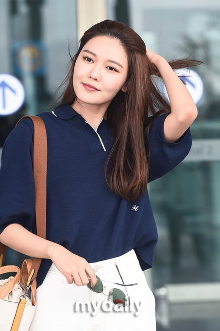 [PHOTO]  190721  Sooyoung - ICN Airport D_-p8oxVUAER2cx?format=jpg&name=small