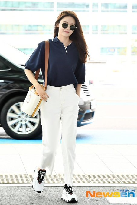 [PHOTO]  190721  Sooyoung - ICN Airport D_-p8oyUcAAyDOk?format=jpg&name=small