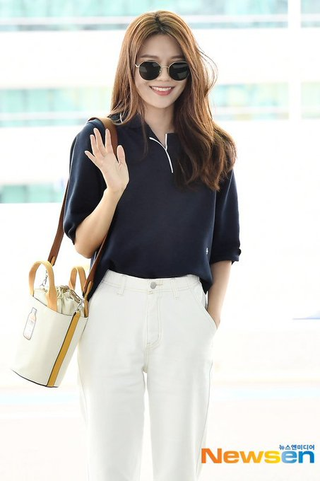 [PHOTO]  190721  Sooyoung - ICN Airport D_-quiTU0AEcNtp?format=jpg&name=small