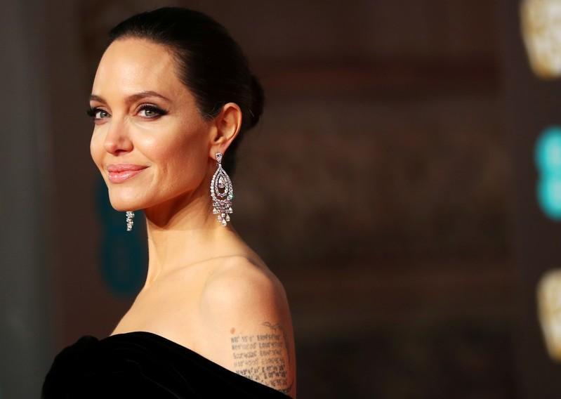 Jolie in 'Eternals', Ali as 'Blade' highlight Marvel's star-studded slate https://www.reuters.com/article/us-usa-comiccon-marvel-idUSKCN1UG01J?utm_campaign=trueAnthem%3A+Trending+Content&utm_content=5d340eceeb25fa0001be917c&utm_medium=trueAnthem&utm_source=twitter…