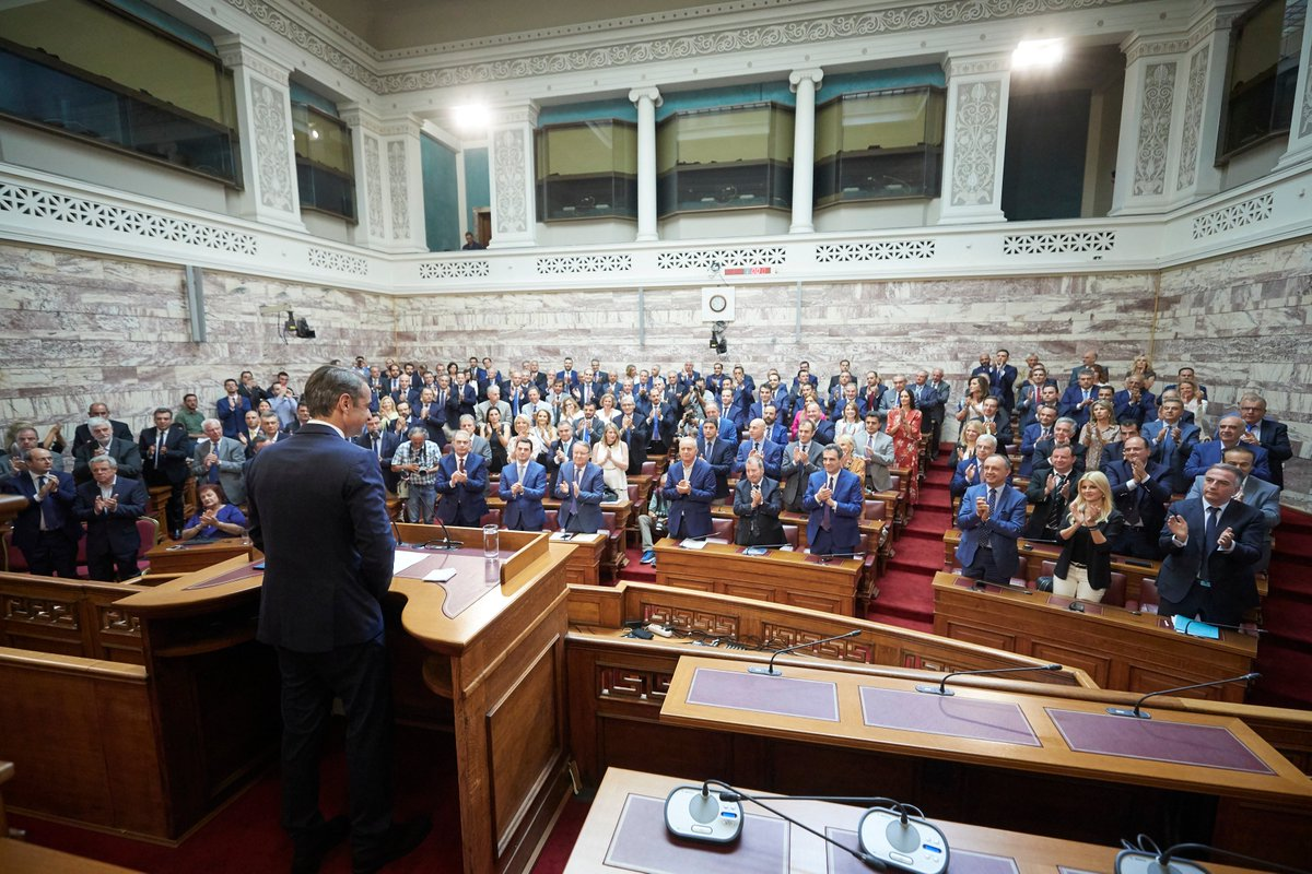 Η ΝΔ διαθέτει 158 βουλευτές, μια αυτοδύναμη πλειοψηφία, από τις ισχυρότερες που είχαμε στη Βουλή τις τελευταίες δεκαετίες. Πολλοί εκλέγονται για πρώτη φορά, σηματοδοτώντας την ανανέωσή μας. Και κάποιοι προέρχονται από όμορες πολιτικές δυνάμεις, δηλώνοντας τη διεύρυνσή μας.