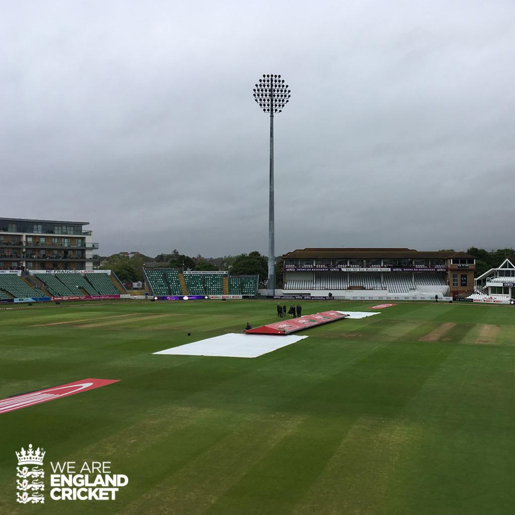 Get those 🤞 for play! Light rain in the air currently Recap Day 1: http://ms.spr.ly/6012TzCDG #ENGvAUS