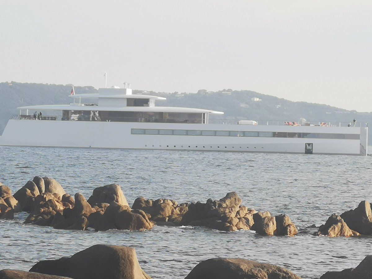 #stevejobs #venusyatch #yatch #corsica Beautiful to see they anchored up infront of our villa.