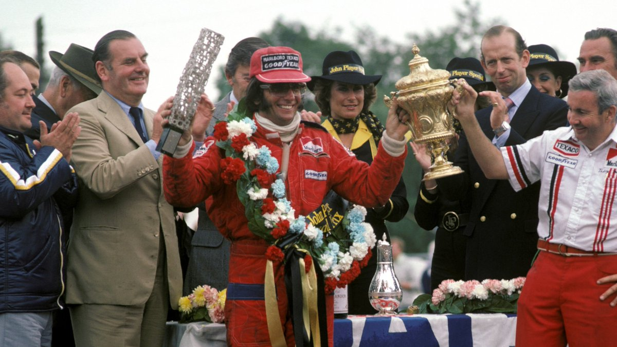 #OnThisDay in 1975, Emerson Fittipaldi took #BritishGP victory for McLaren under wild weather conditions at @SilverstoneUK.   The race was abandoned following a freak hail storm on lap 56, but Fittipaldi was declared the winner as race leader prior to the storm. 🇬🇧🌦️