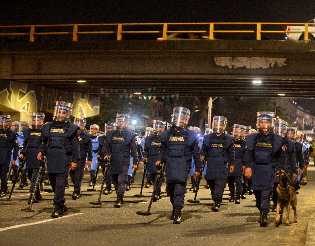 En la noche de este jueves se llevó a cabo el ensayo del desfile militar que se realizará este sábado 20 de julio en la capital del Valle.   📸José Luis Guzmán / El País