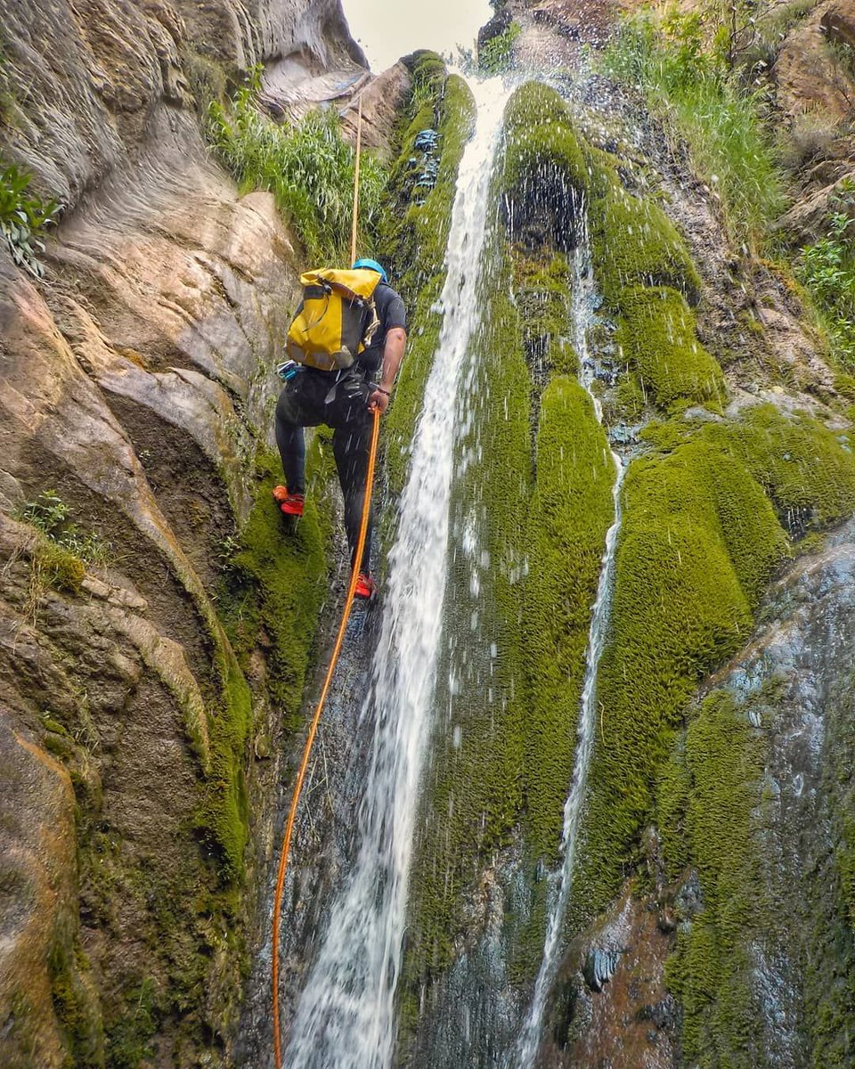 If you like canyoning, do you fancy this adventure in the #BaixPallars, #LLeida?   @turismedelleida  @catexperience   @p.loshuerts #FelizFinde #HappyWeekend #Catalonia #SpainExperience #canyoning #santsebastiàdebuseu #barranquismo #SummerInSpain #VisitSpain<br>http://pic.twitter.com/k32wecra02