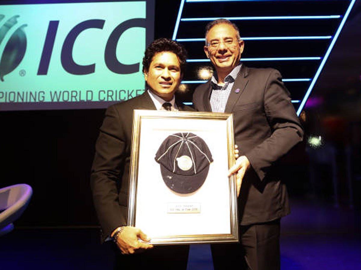 #Cricket #SachinTendulkar@sachin_rt and @AllanDonald33 inducted into @ICC Hall of Fame🏏In Pics ▶️https://bit.ly/2LZfW59