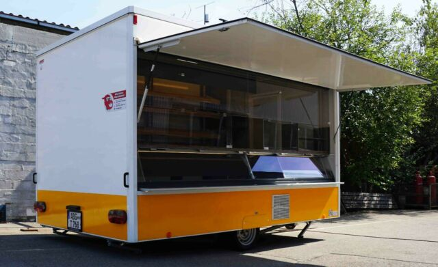 Used Bakery Trailer 380 #FoodTruck Year: 2016Price: 17,860€ plus VAT where applicable More info: glen@foodtruckkings.com Dimensions inside LBH: 380 x 232 x 230 cm