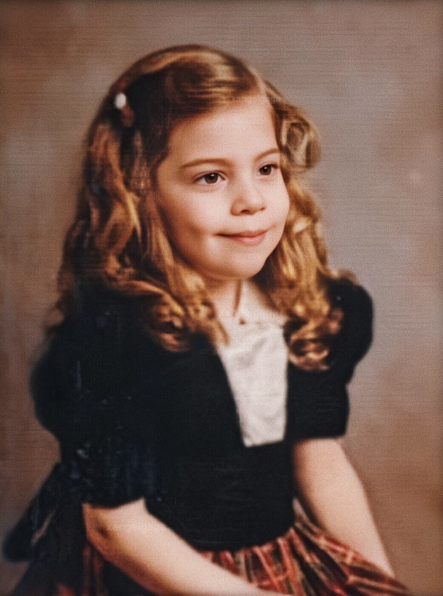lady gaga as a child is the cutest thing i have ever seen <br>http://pic.twitter.com/cH52mmcVd3
