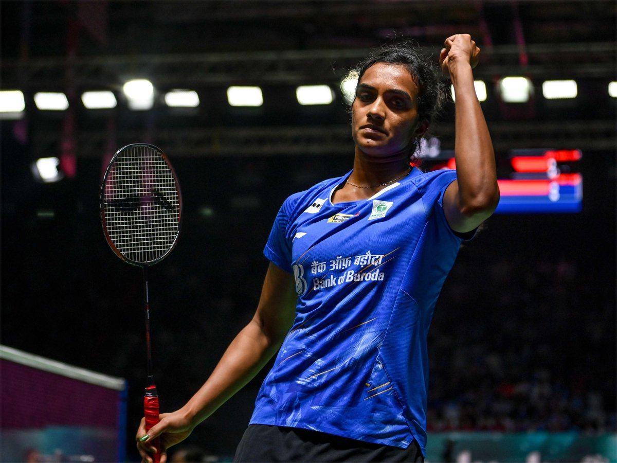 #IndonesiaOpenSuper1000 #indonesiaopen2019 @Pvsindhu1 beats @nozomi_o11 to storm into Indonesia Open semis READ: http://toi.in/D2vAeZ/a24gk