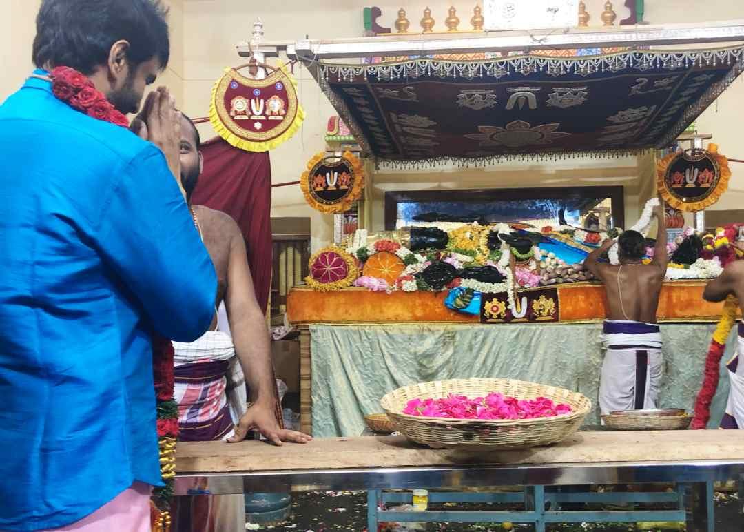 Arrived @iamsanthanam bro at varadharajar perumal temple #Athivaradar today #PositiveVibes  @SanthanamMsiaFc @sri50 @sridevisreedhar @rameshlaus @LMKMovieManiac @FanSanthanam<br>http://pic.twitter.com/iaRVP6RHwZ