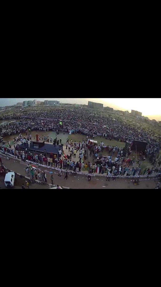 أيا ان كان ما سيحدث سنظل فخورييين بالطريق الذي قطعنهااااااا في الثورة و لكن هذا لا يعني اننا لن نكافح كم يقول الآخرين ثورة حتي النصرة #السودان #اعتصام_القيادة_العامة