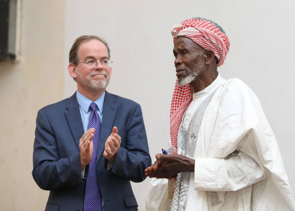A quintessential HERO!  Plateau State's Imam Abubakar Abdullahi, is one of the recipients of the first-ever USA's International Religious Freedom Award. He's awarded for saving 250+ Nigerians from a deadly attack in June 2018. He was first awarded by the Nigerian Gov't last year.