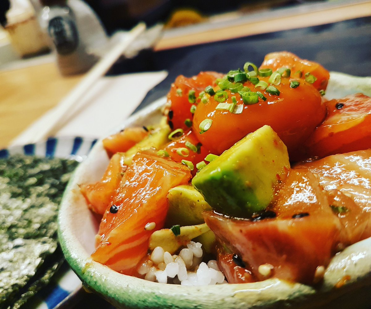 #sashimi de salmón y yema en el #menúefímero de @purosushi.vigo 😍 #vigosecome #dondecomer #comerenvigo #vigocity #riasbaixas #gastroigers #gastromia #gastrosensaciones #galicia #vigomola #galiciamola #restaurantes #foodies #foodplaces #foodlovers