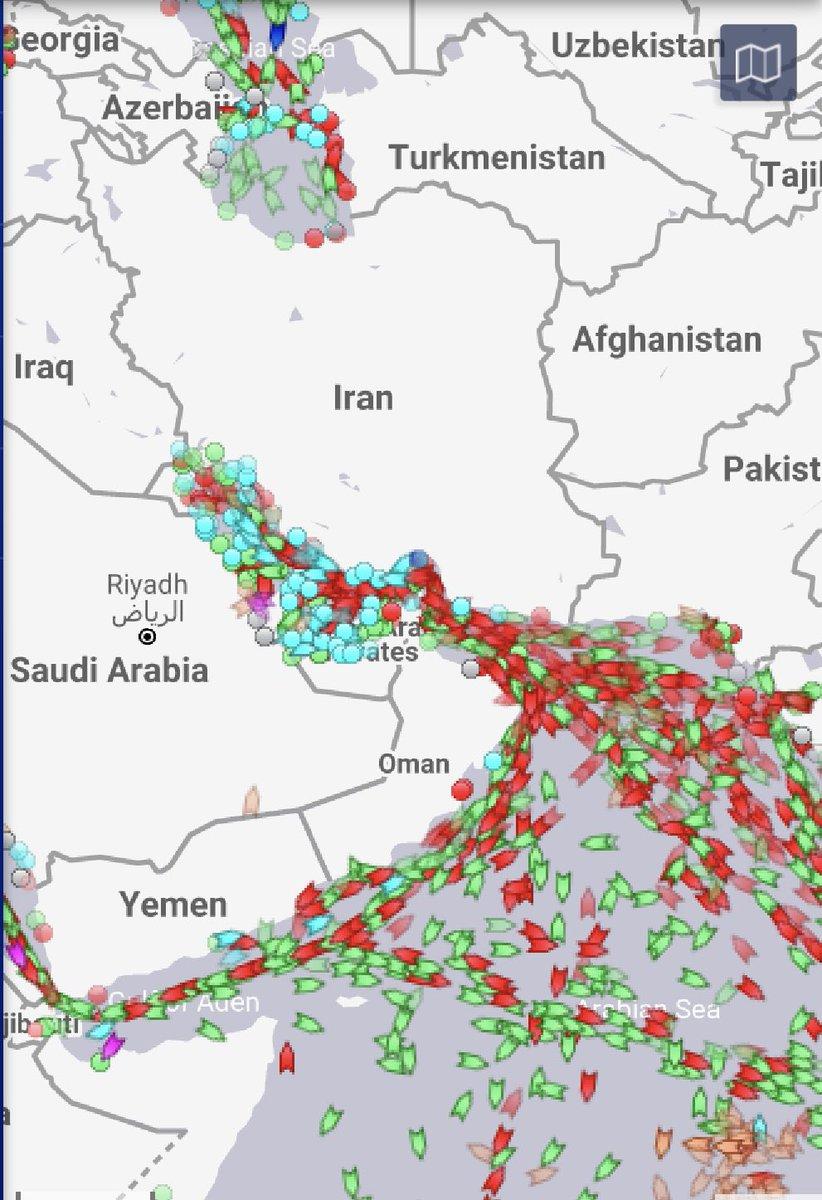 @601naif @asuwayed @Almatrafi شوف كثافة السفن في الخليج العربي الان وقد ايش المنطقه مهمه