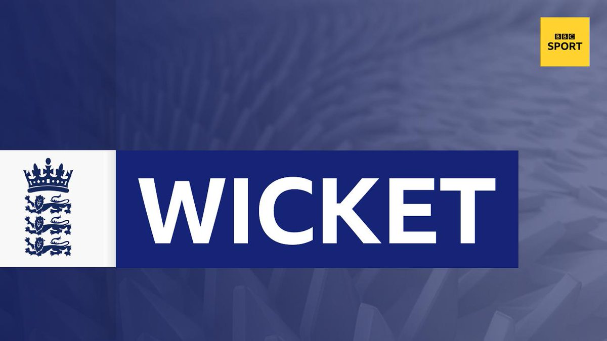 WICKET!Finally England get the one they wanted! Ellyse Perry hits that straight to Heather Knight who takes the catch off Laura Marsh. Perry out for 116, Aus 322-4.  Live: https://bbc.in/2LZI3Bq #bbccricket #WomensAshes