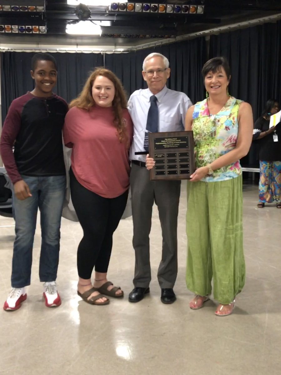 FLASHBACK FRIDAY SIC established the Melissa Rawl Circle of Compassion Award to recognize someone who exemplifies outstanding service above self who has a positive impact on the community. This award was presented to Mr. Larry James! @MelissaRawl @LHSWildcatsLex1 #LexGoCats<br>http://pic.twitter.com/zwInbbaXXr