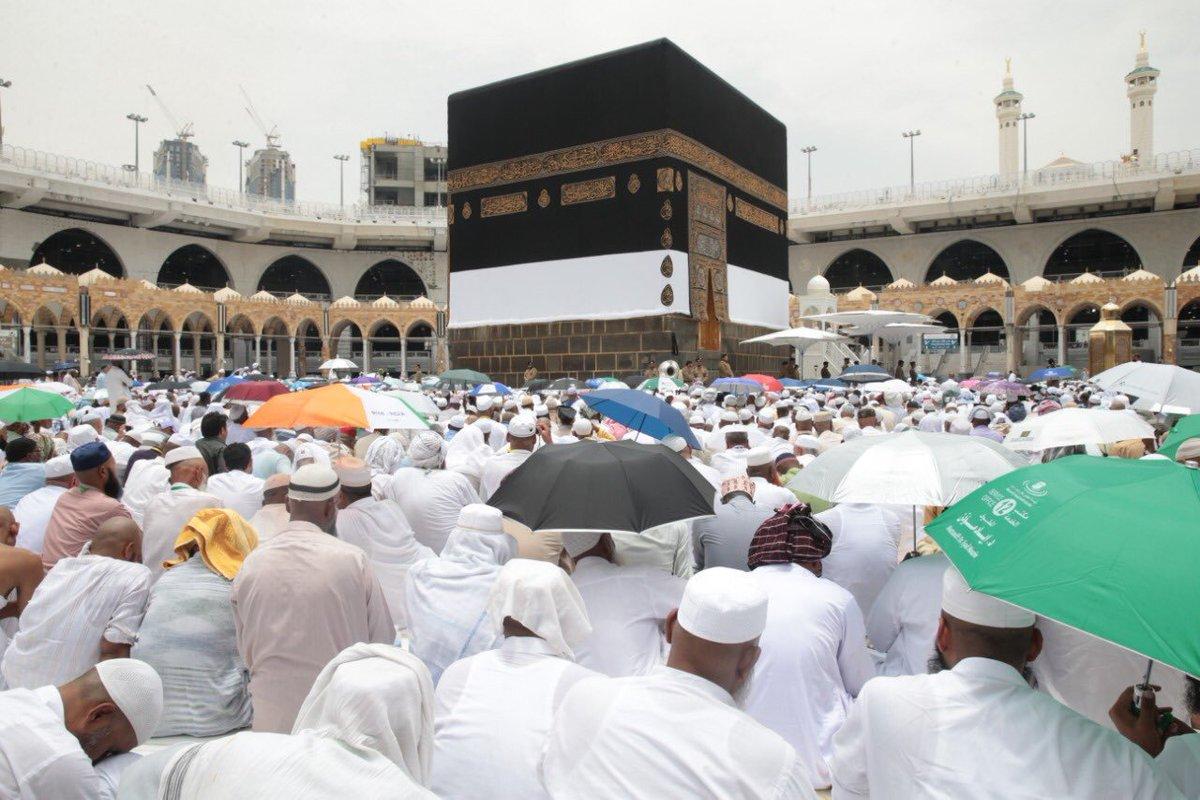 صور:جموع المصلين في #المسجد_الحرام يؤدون صلاة  #الجمعة.
