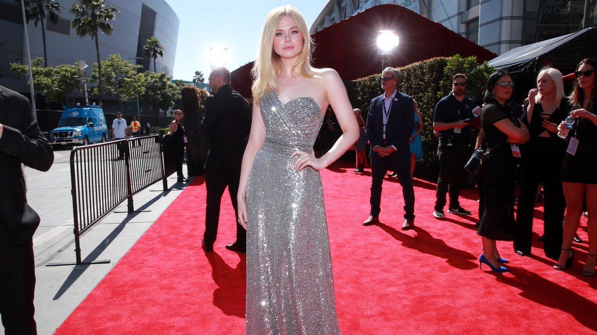.@ElleFanning (literally) dazzled and won at the #ESPYS red carpet. http://vogue.cm/fNLvMxV
