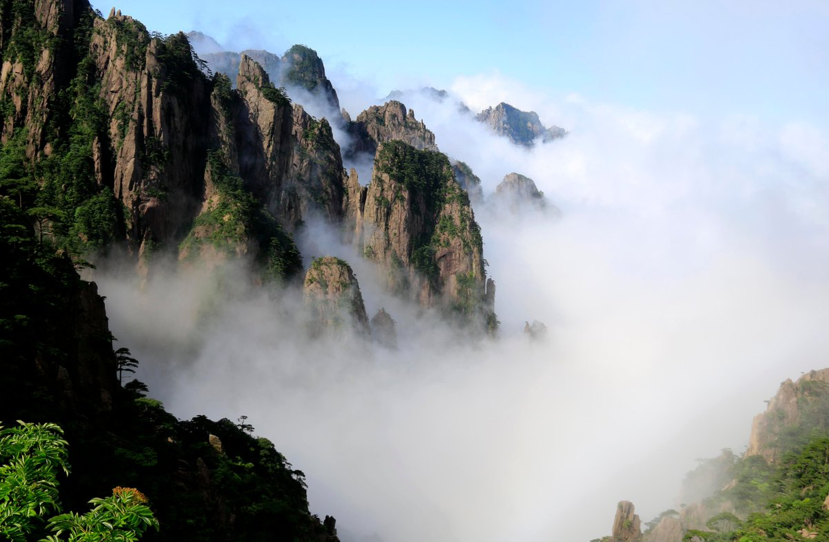 Revisiting Huangshan, where China's modern mass tourism took off 40 years ago http://xhne.ws/8qt2n