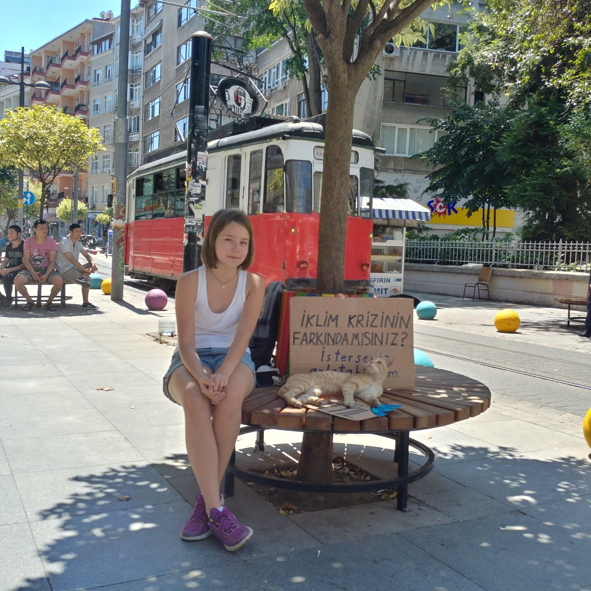 #ClimateStrike Week 17.  Istanbul is a big city. It's not hard to pick a different place for each strike. This week I  was at Kadıköy, on the Anatolian side. Lots of interactions on a very busy street.  @GretaThunberg @FridaysTurkey #FridaysForFuture #SchoolStrike4Climate<br>http://pic.twitter.com/hFaDhl1xJY – à Altıyol Meydanı