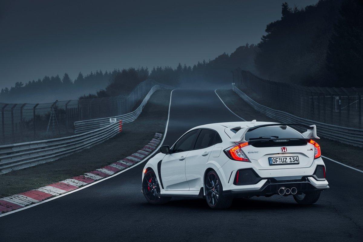 Segui il tuo istinto, scatena l'anima racing della Civic Type R. Scopri le sue prestazioni su https://www.honda.it/cars/new/civic-type-r/performance.html… #Honda #Civic #TypeR #VTECTURBO #ThePowerOfDreams