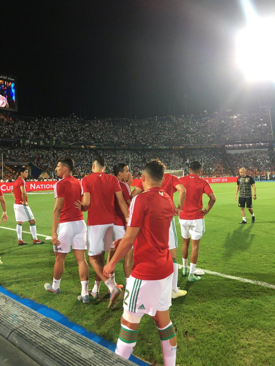 #TotalAFCON2019  #LesFennecs sont chauds 🔥 Les derniers ajustements pour @LesVerts avant le grand match 💚  #SENALG #FootballTogether #TotalRégal