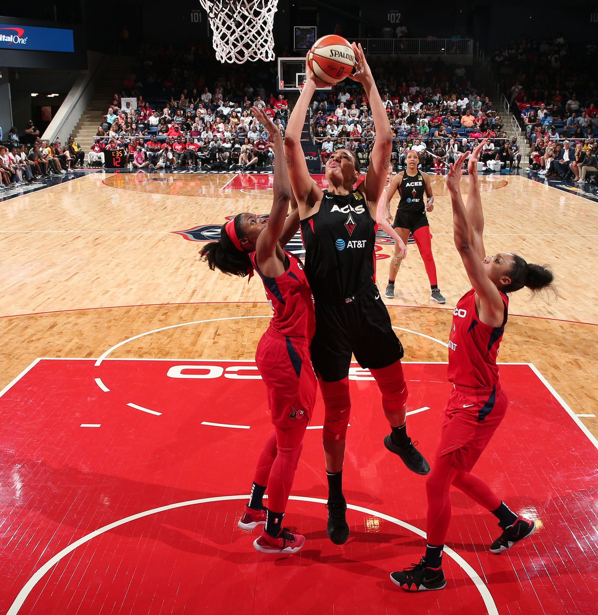 WNBA Midseason Report: Here's where the 12 teams of the league stand at the season's midway point  Check out which teams are:  😤 contenders   🤔 pretenders   😩 disappointments   🤗 deserving more love  #WNBA https://www.swishappeal.com/wnba/2019/7/19/20699329/wnba-midseason-report-contenders-ranking-las-vegas-aces-washington-mystics-los-angeles-sparks?utm_campaign=swishappeal&utm_content=chorus&utm_medium=social&utm_source=twitter …