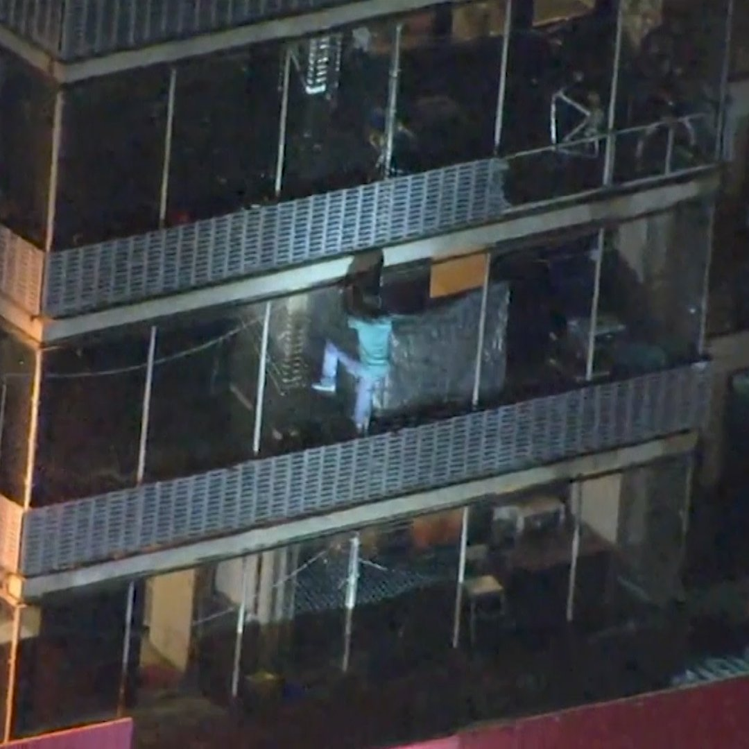 Man unleashes his inner Spider-Man by climbing down an apartment building to escape a fire mag.time.com/MbjohjY