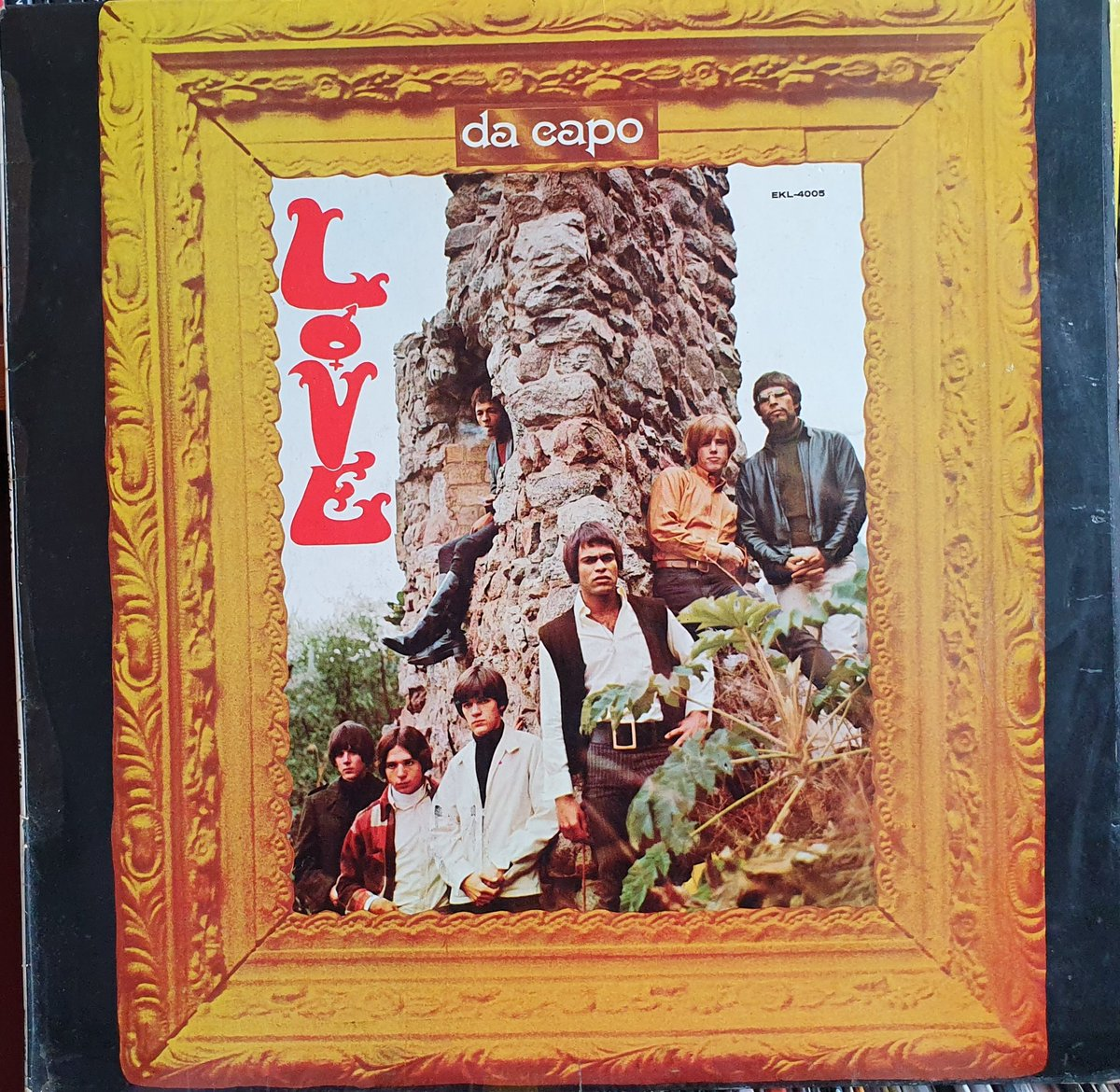 """Love""""s other albums often get overlooked because  of Forever Changes. Da Capo is a decent album. <br>http://pic.twitter.com/8ZNg4PL7nz"""
