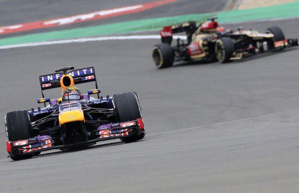 Nel 2013 al Nurburgring, gara di casa di Seb, accade ciò che raramente accadde quell'anno. In gara la Red Bull non era la più veloce in griglia. Eppure Vettel, braccato per 60 giri da Raikkonen e Grosjean, vinse comunque dopo una gara impeccabile. #SkyMotori #GermanGP