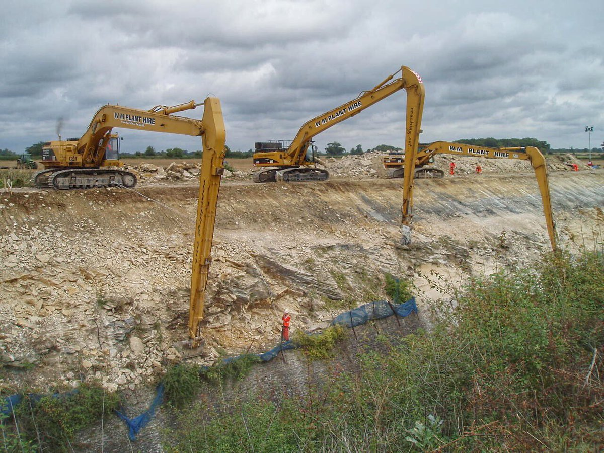 If you wanna get the job done then go big #longreach #rail @networkrail #civilengineering #caterpillar <br>http://pic.twitter.com/n6WHSaV3yu