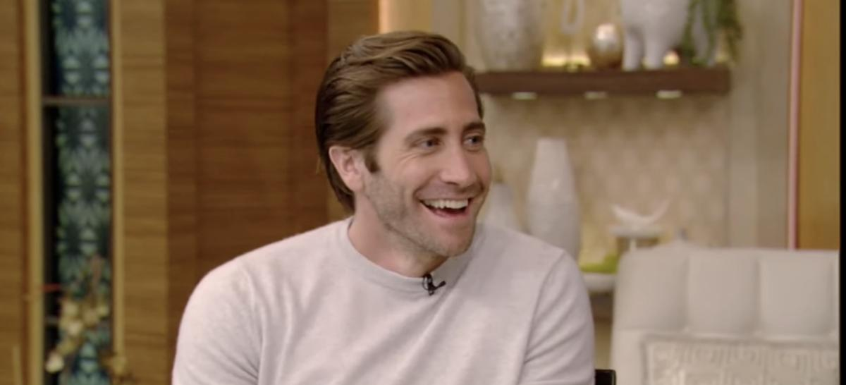 WATCH: Jake Gyllenhaal stopped by @LiveKellyRyan to share how he may interact with you during @SeaWallALife: bit.ly/jake-gyllenhaa…