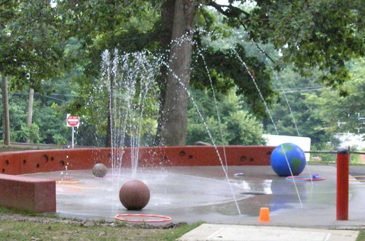 Stay cool this weekend at the county's spraygrounds <a target='_blank' href='https://t.co/oKB5RHoL7H'>https://t.co/oKB5RHoL7H</a> or by using county rec centers and libraries as cooling centers. Thanks, <a target='_blank' href='http://twitter.com/ArlingtonVA'>@ArlingtonVA</a> County for helping us get through the heat wave! <a target='_blank' href='https://t.co/3dNhiDDdLp'>https://t.co/3dNhiDDdLp</a>