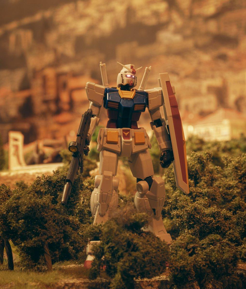 Continuing my collaboration with @Gulliversgate , Gundam Universe RX-78-2 fits right into their Middle East exhibit   For more http://www.instagram.com/ShootingtheGalaxy…   #toyphotography #gundam #gundamtheorigin #gundamuniverse #bandai #bluefinbrands