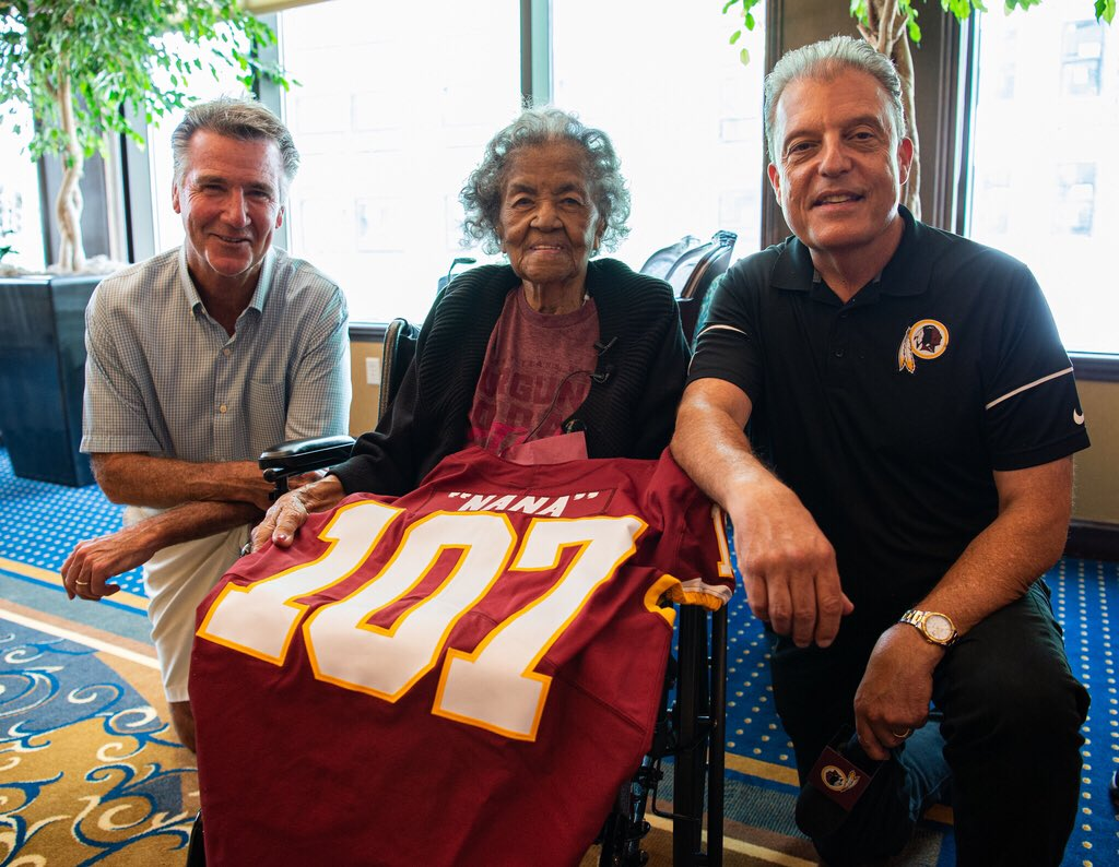 Ultimate #Redskins fan Carletha celebrated her 107th birthday with some special guests. 🔗: redsk.in/2Sut5ED