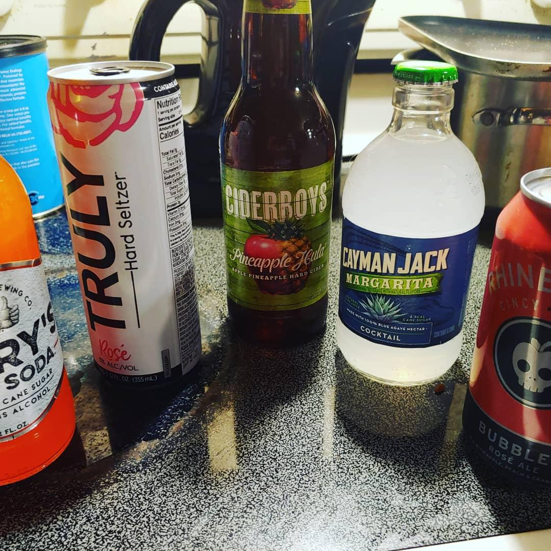 #beer from @freshthyme #rosé #margarita #orangesoda #henryshardsoda #hardcider #pineapple #apple #orange #drinks #adult #beverage @caymanjack @ciderboys @henryshardsoda 🍺