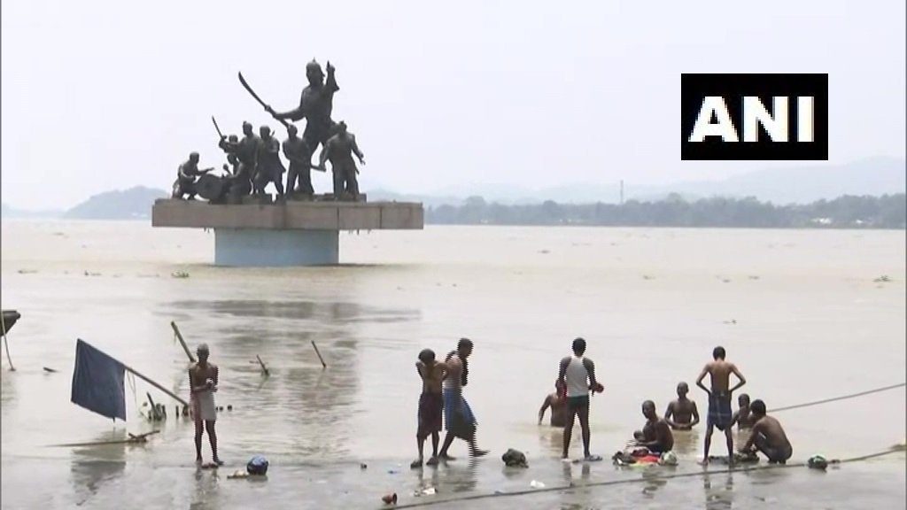 """#AssamFloods: Water level of Brahmaputra river recedes marginally in Guwahati. Vipul Gandhiya, Inland Water Transport, Section Officer, Guwahati Kachamari Ferry Service, says, """"Water is still 45-50 cm above danger level. Water level has gone approximately 38-40 cm down today."""""""