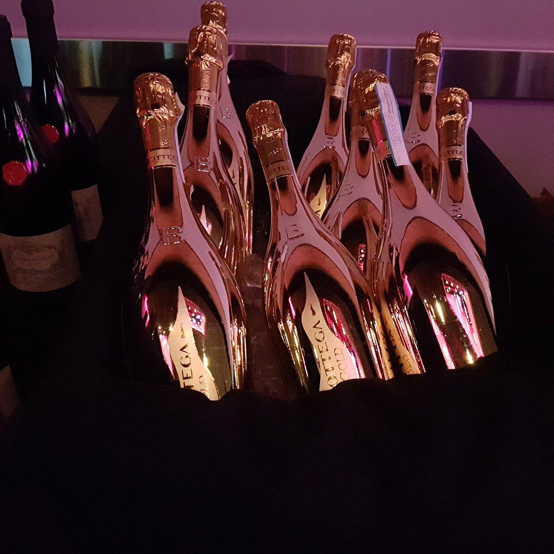 Night party mood on!  #bottega #bottegagold #bottegamoments #bottegagoldprosecco #bottegagoldwine #prosecco #proseccodoc #proseccolover #proseccolovers #proseccotime #proseccopop #proseccooclock #proseccolife