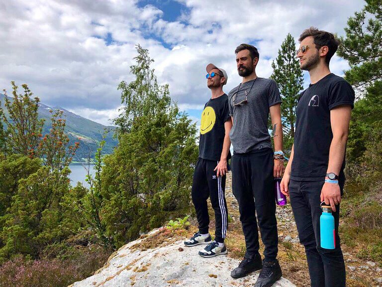 It's ridiculously beautiful here. 🇳🇴 Thanks so much for having us in Nordfjordeid and taking us off for a bit of a wander @malakoff - looking forward to playing tonight!