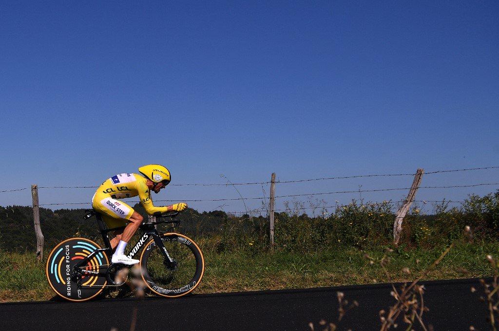Tour de France : Julian Alaphilippe remporte le contre-la-montre et conforte son maillot jaune ! https://www.francebleu.fr/sports/cyclisme/en-direct-tour-de-france-suivez-la-13e-etape-le-contre-la-montre-de-pau-1562850610…