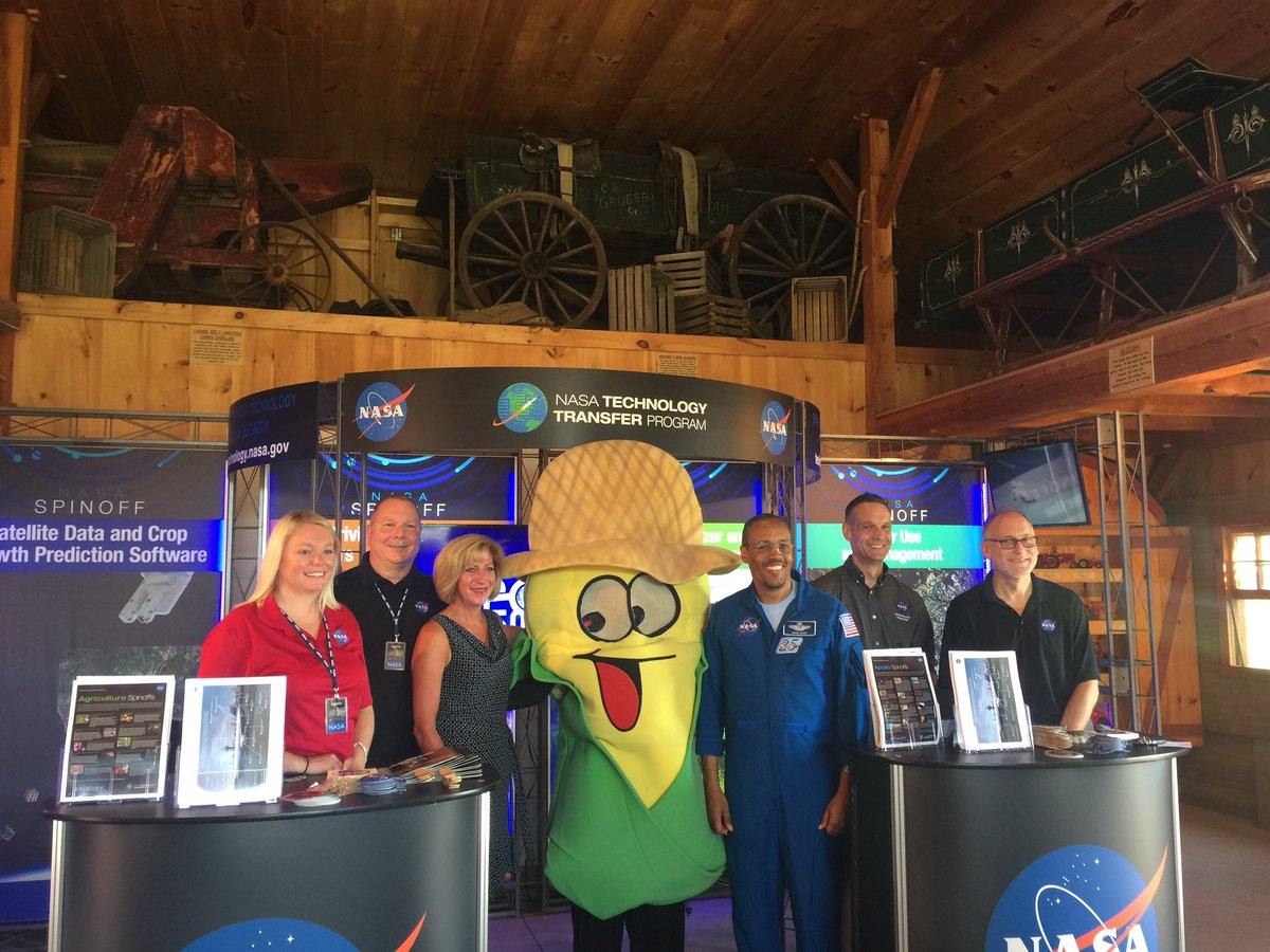 "Just a couple of ""kernels""... Former @ISS_Research astronaut Colonel Alvin Drew 👨🏿‍🚀 stands next to @cherrycrestfarm mascot Corny 🌽 at this @NASAsolutions exhibit on the ways #Apollo50th technology impacts our lives. To find an event in your area, go to: nasa.gov/specials/apoll…."