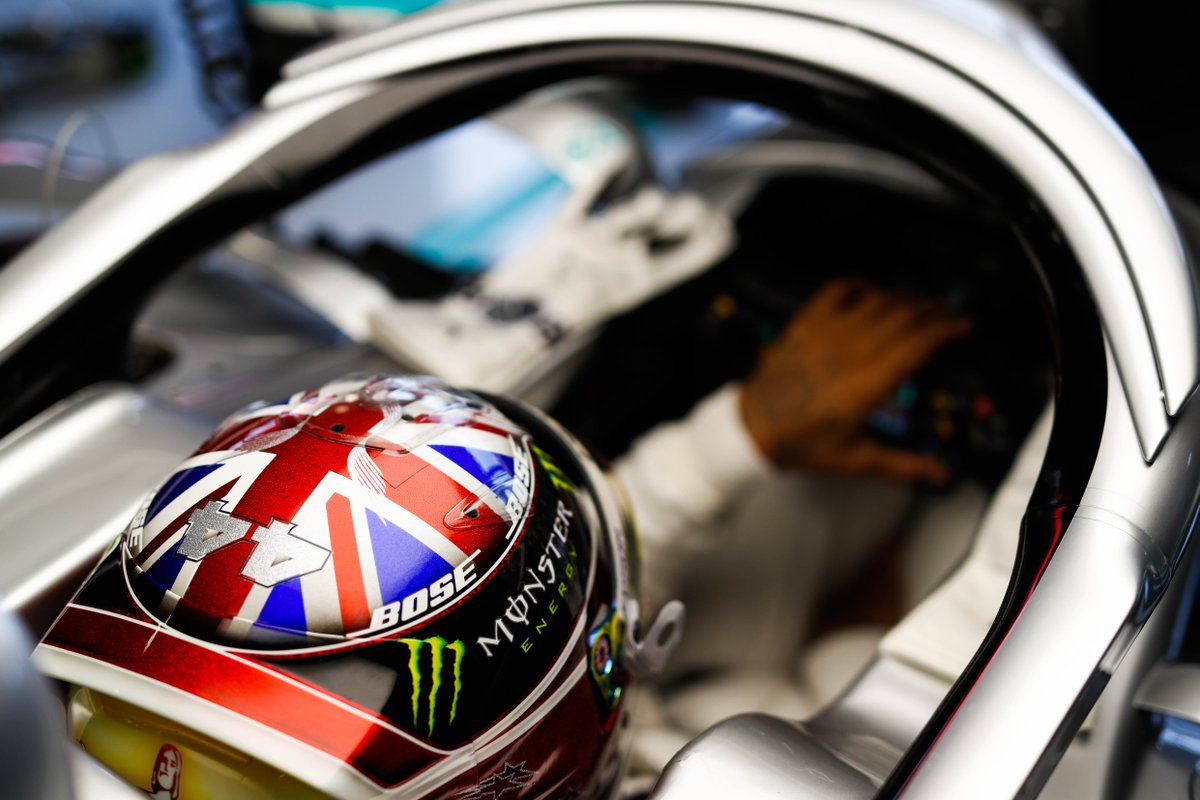 This @LewisHamilton lid = 🔥🔥🔥   Who else is dreaming for a 1/2 scale? 🙏