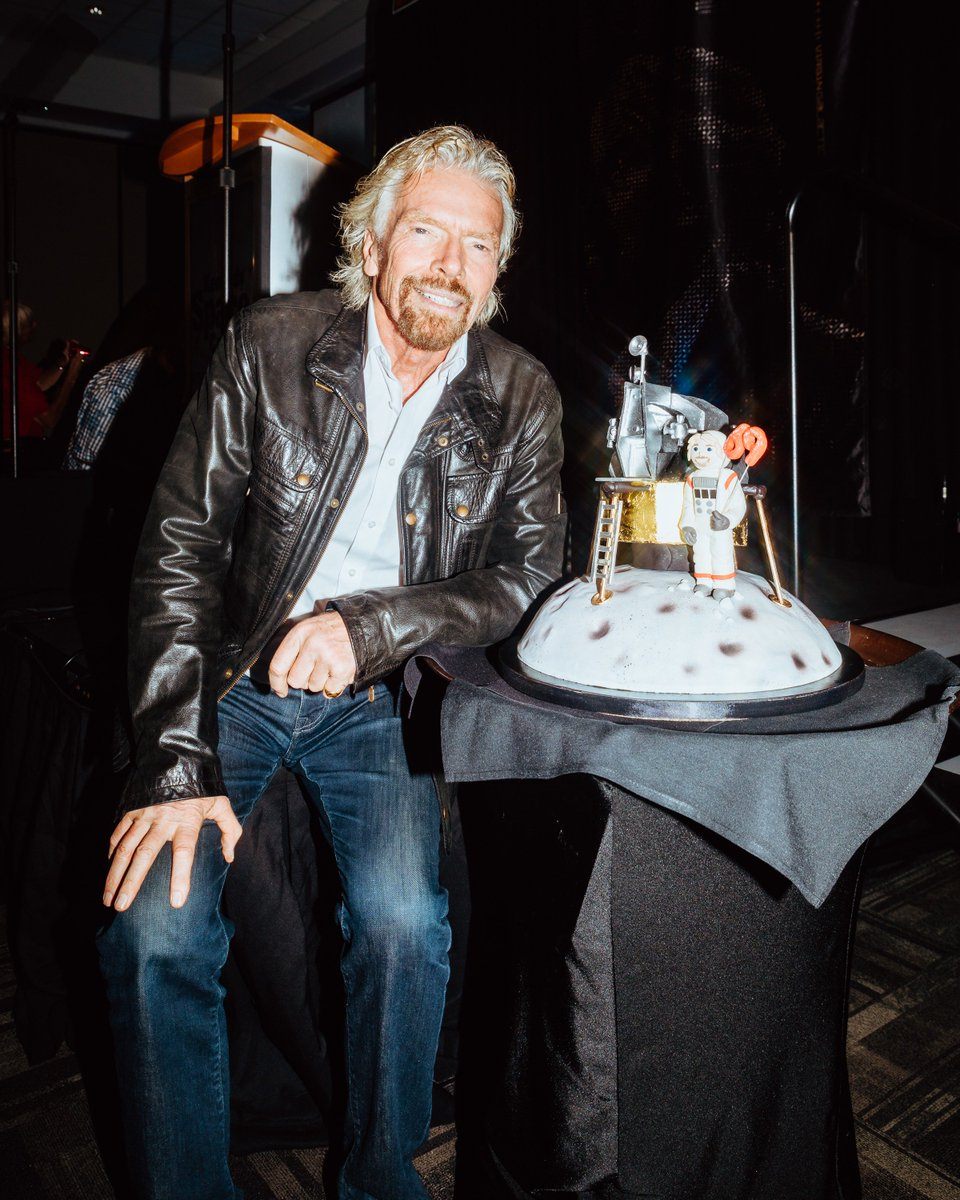 What cake do you get @richardbranson for his birthday? An Apollo Moon Landing one of course! virg.in/whu