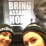 Help keep the #BringAssangeHome mobile billboards on the streets. Great initiative from Assange supporters in Australia. Over 1000 giant posters have been pasted up too. https://t.co/wCnzSaQBcx #FreeAssange