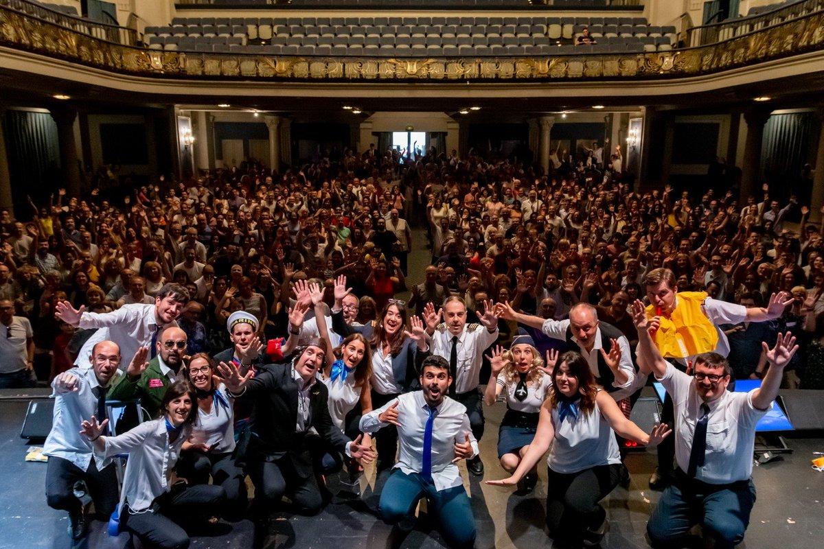 Fins aquí el #VERSIÓDECINE des del #teatrecoliseum de @Grup_Balana i fins aquí la temporada! Moltes gràcies a tots i a totes vosaltres, que ens escolteu cada tarda. Vosaltres sí que sou de cine! BON ESTIU! Hi tornem al setembre. Foto: @xalujas